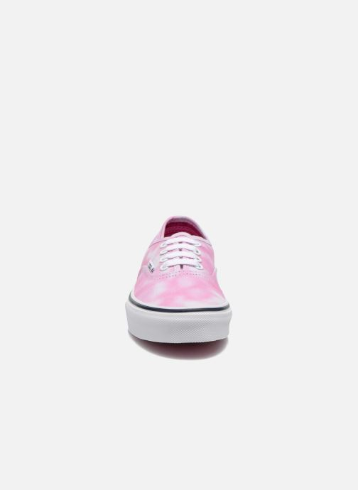 Sneakers Vans Authentic E Rosa modello indossato