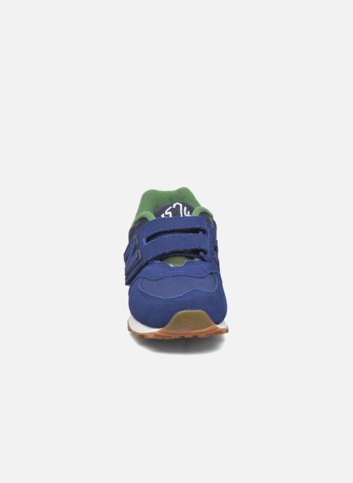 Baskets New Balance Kv574NEI Bleu vue portées chaussures