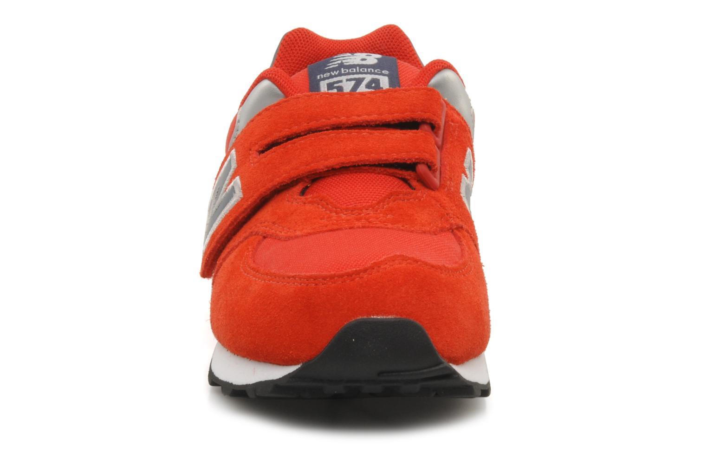 Baskets New Balance Kv574NEI Rouge vue portées chaussures