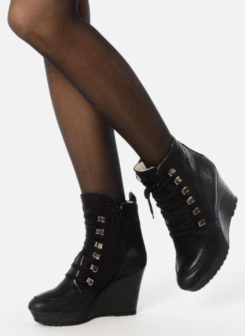 Bottines et boots Carvela Sasha Noir vue bas / vue portée sac