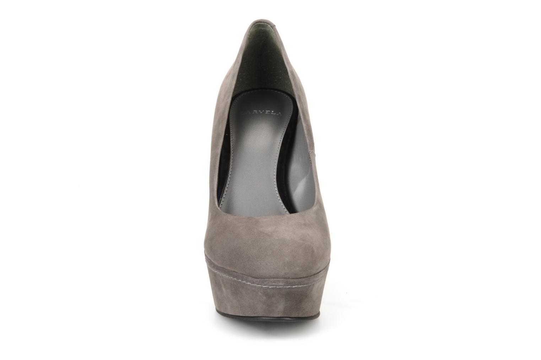 Escarpins Carvela Anyway Gris vue portées chaussures