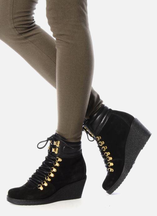 Stiefeletten & Boots Carvela Sierra schwarz ansicht von unten / tasche getragen