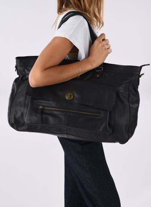 Handbags Pieces Totally Royal leather Travel bag Black view from underneath / model view