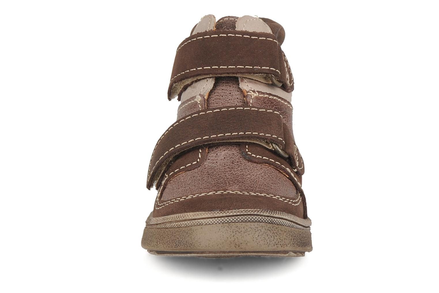 Velcro shoes Babybotte Ari Brown model view