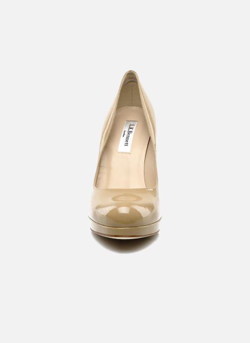 Zapatos de tacón L.K. Bennett Sledge Beige vista del modelo