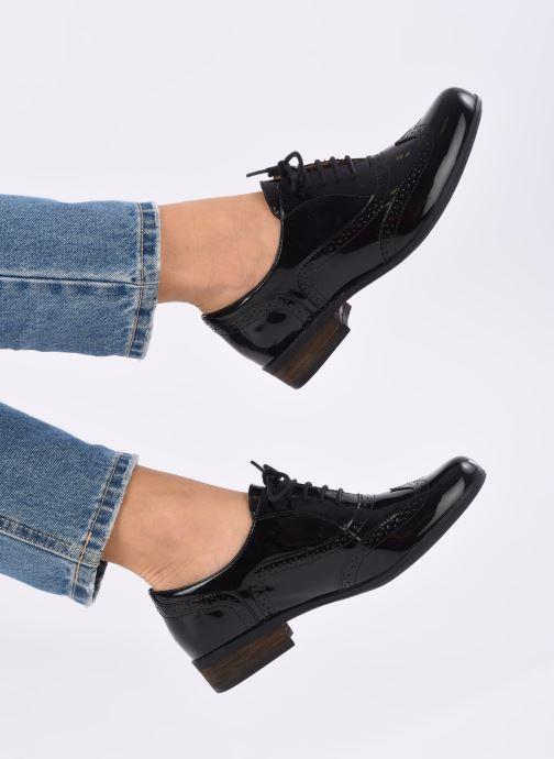 Schnürschuhe Clarks Hamble Oak schwarz ansicht von unten / tasche getragen
