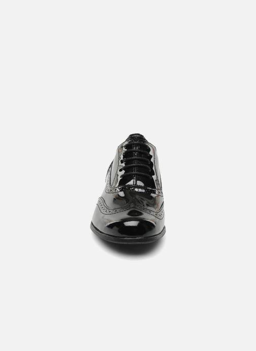 Scarpe con lacci Clarks Hamble oak Nero modello indossato