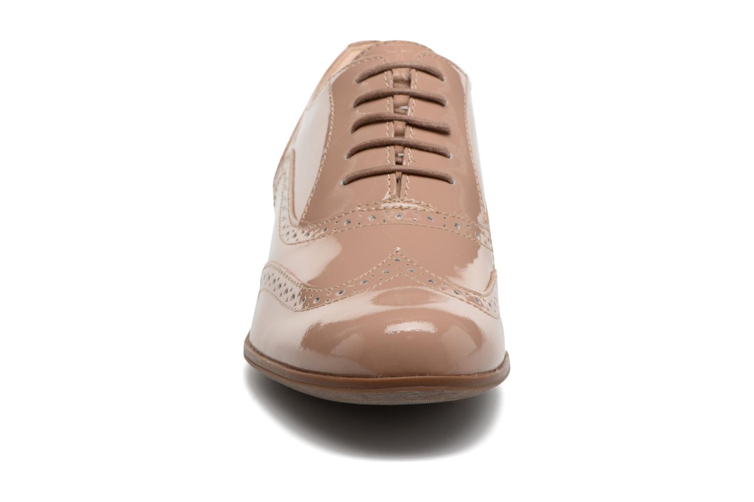 Lace-up shoes Clarks Hamble oak Beige model view