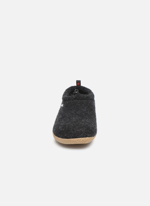 Chaussons Giesswein Vent Gris vue portées chaussures