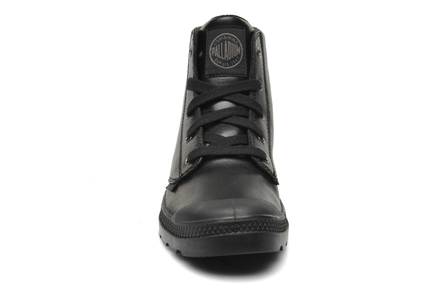 Sneakers Palladium Pampa hi leather w Nero modello indossato