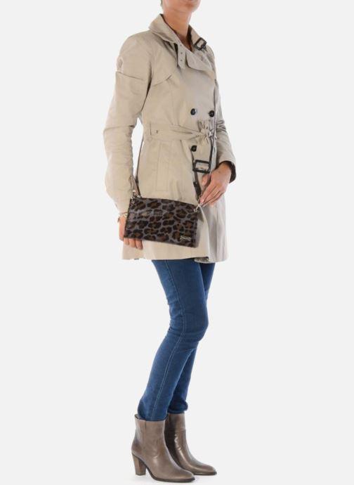 Mini Bags Georgia Rose Luna Cuir braun ansicht von unten / tasche getragen