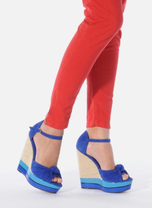 Sandales et nu-pieds Carvela Kennis Bleu vue bas / vue portée sac