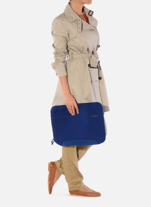 Petite Maroquinerie Samsonite Aramon laptop sleeve 15,6 Bleu vue bas / vue portée sac