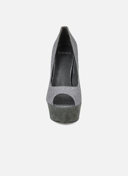 Zapatos de tacón Carvela April Plateado vista del modelo