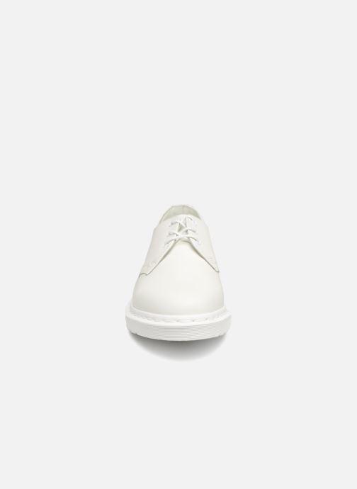 Snörade skor Dr. Martens 1461 w Vit bild av skorna på