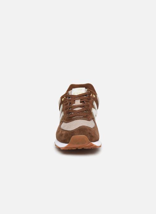 Baskets New Balance Ml574 Marron vue portées chaussures