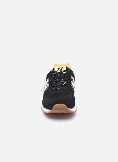 Sneakers New Balance Ml574 Nero modello indossato