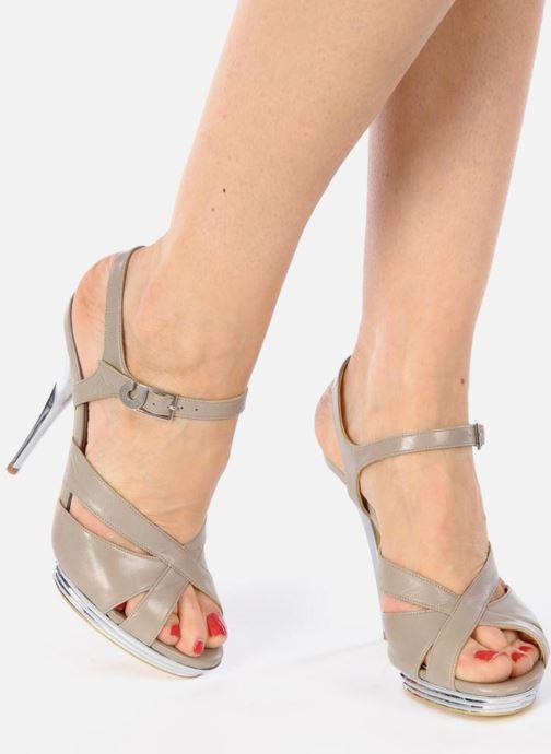 Sandales et nu-pieds Charles Jourdan Marilyne Gris vue bas / vue portée sac