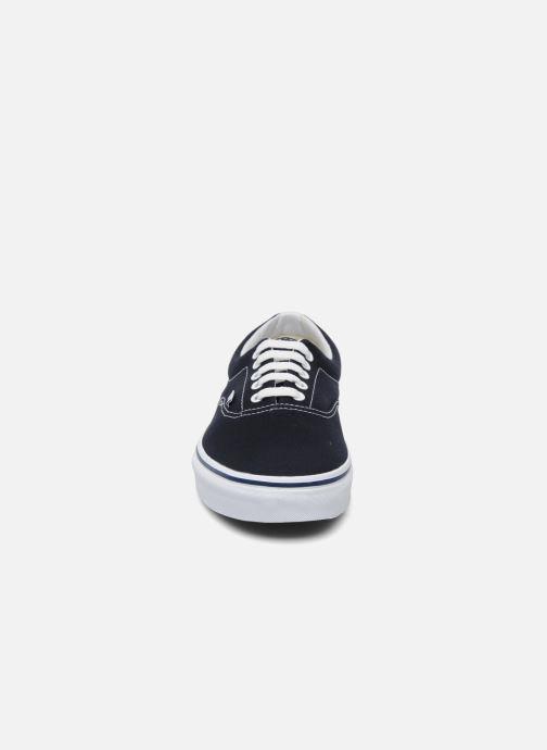 Sneakers Vans Era Azzurro modello indossato