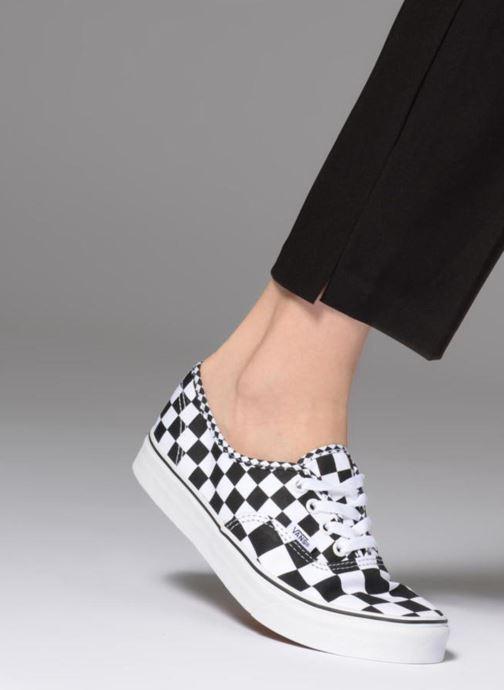 Sneaker Vans Authentic w schwarz ansicht von unten / tasche getragen