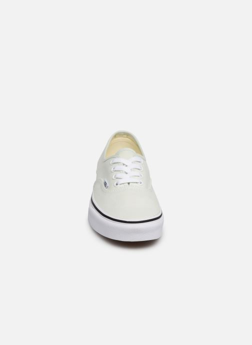 Sneakers Vans Authentic w Verde modello indossato