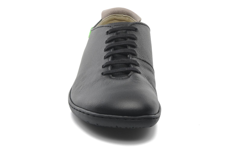 Scarpe con lacci El Naturalista El Viajero N296 W Nero modello indossato