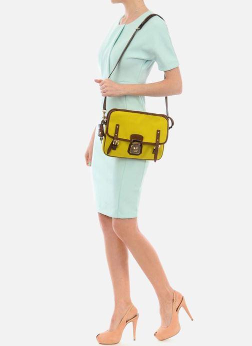 Mini Bags D&G ALYSSON CANVAS gelb ansicht von unten / tasche getragen