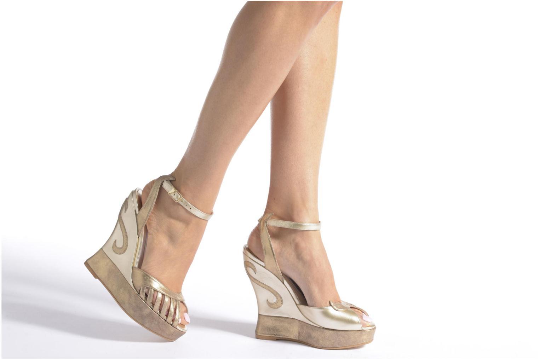 Sandales et nu-pieds Terry de Havilland Margaux Violet vue bas / vue portée sac