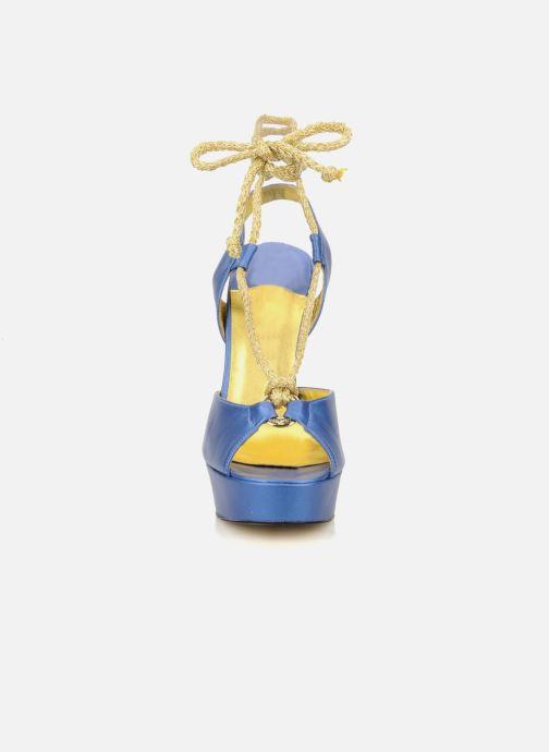Sandales et nu-pieds Terry de Havilland Lisette Bleu vue portées chaussures