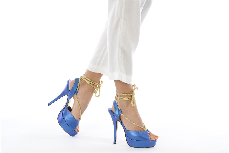 Sandalen Terry de Havilland Lisette blau ansicht von unten / tasche getragen