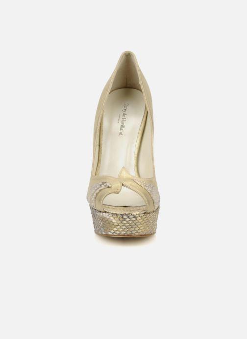 Escarpins Terry de Havilland AMBER PYTHON Or et bronze vue portées chaussures