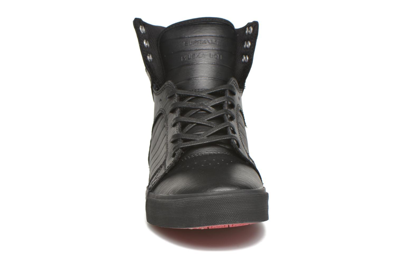 Baskets Supra Skytop Noir vue portées chaussures