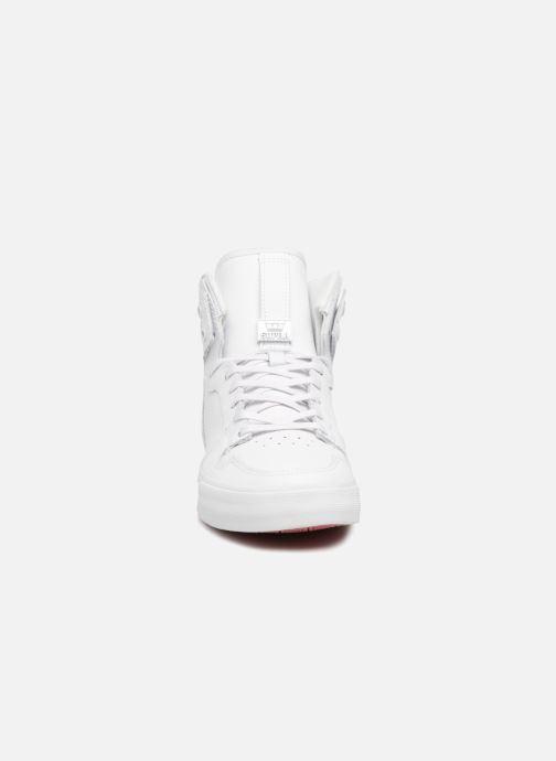 Baskets Supra Vaider Blanc vue portées chaussures