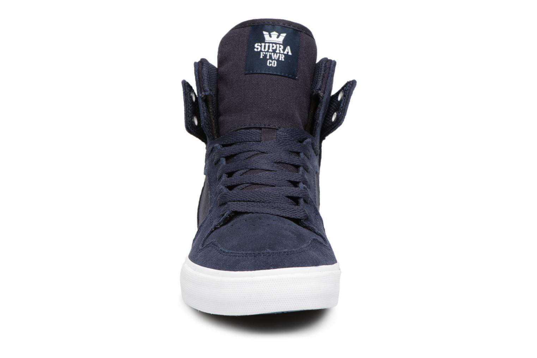 Baskets Supra Vaider Bleu vue portées chaussures