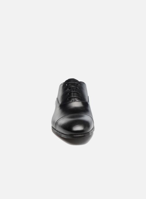 Scarpe con lacci Santoni Simon 11011 Nero modello indossato