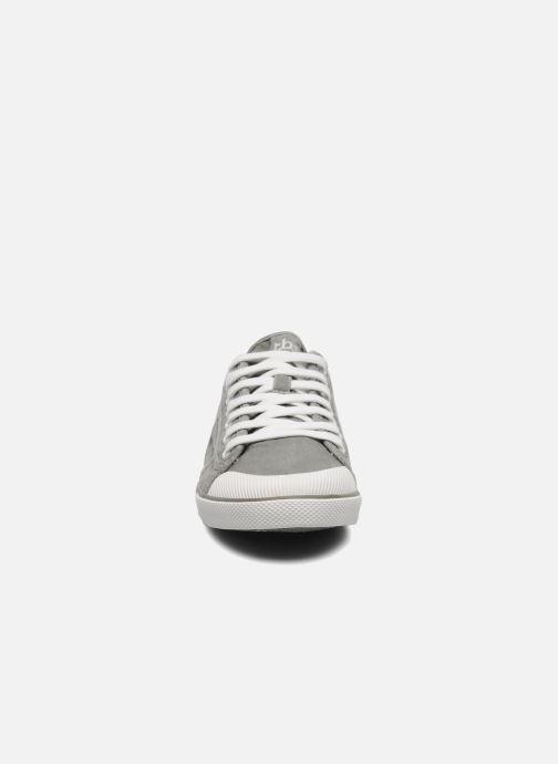 Sneakers TBS Violay Grigio modello indossato