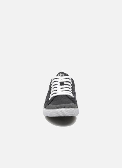 Sneakers TBS Violay Nero modello indossato