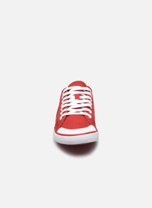Sneakers TBS Violay Rosso modello indossato