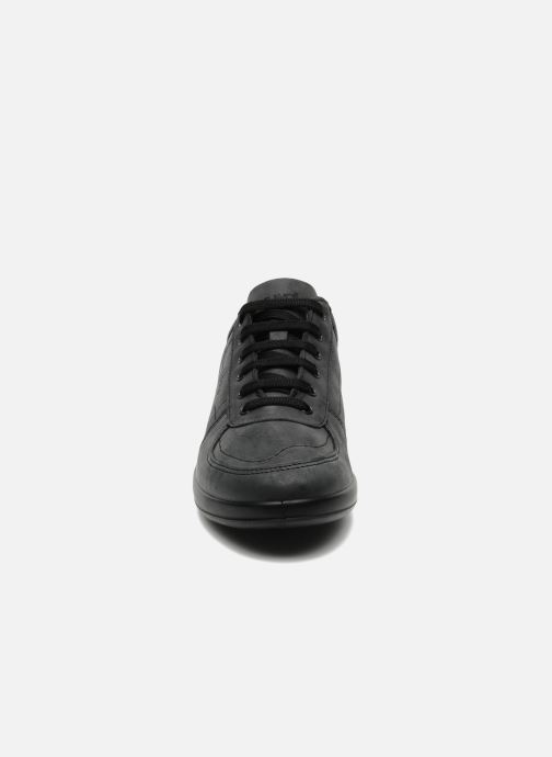 Sneakers TBS Easy Walk Astral Nero modello indossato