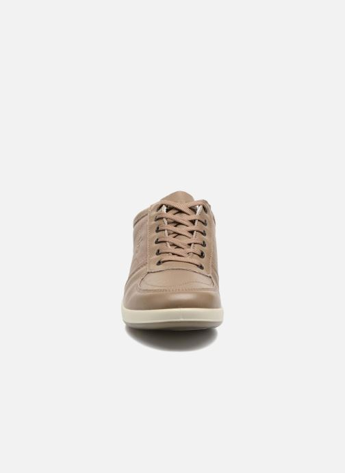Sneakers TBS Easy Walk Astral Beige modello indossato