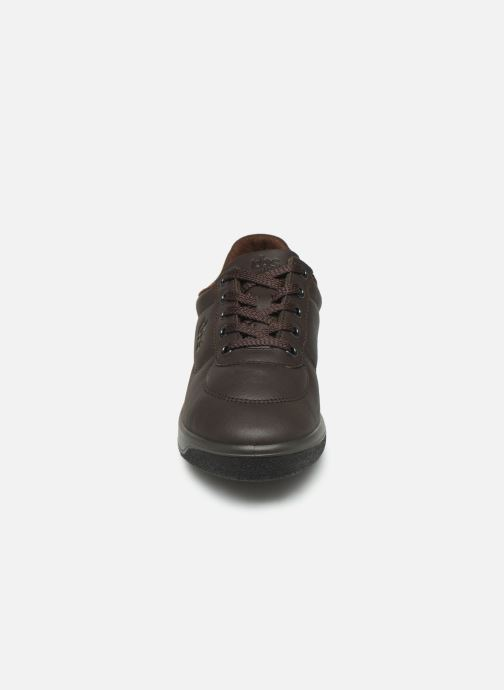Sneakers TBS Made in France Brandy Marrone modello indossato