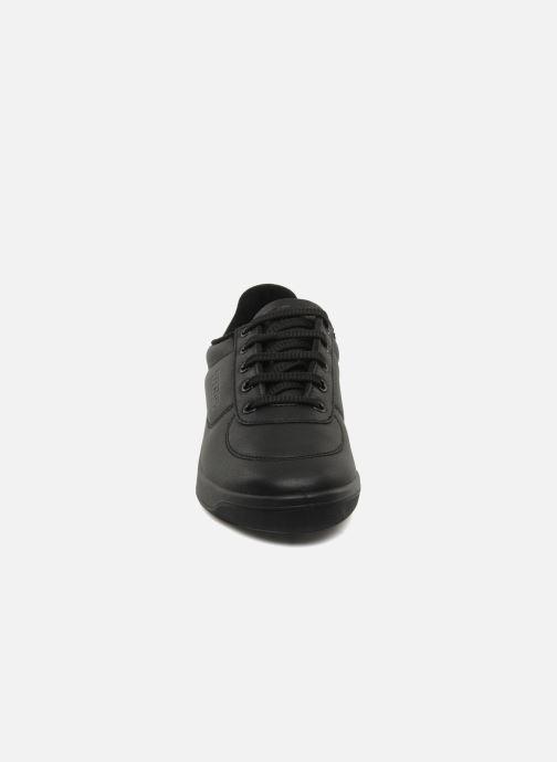 Sneakers TBS Made in France Brandy Nero modello indossato