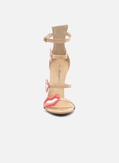 Sandales et nu-pieds Paul & Betty PrettyLips bis Beige vue portées chaussures