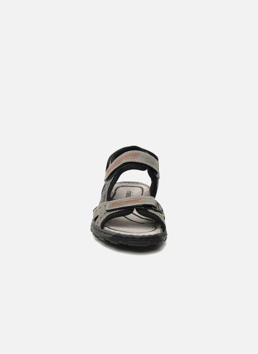 Sandali e scarpe aperte Rieker Christian Grigio modello indossato