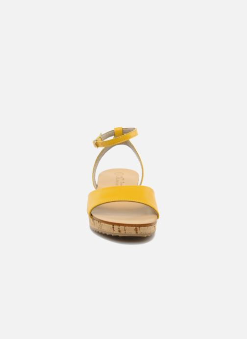 Sandales et nu-pieds C'Entre Maman & Moi! Lucy Jaune vue portées chaussures
