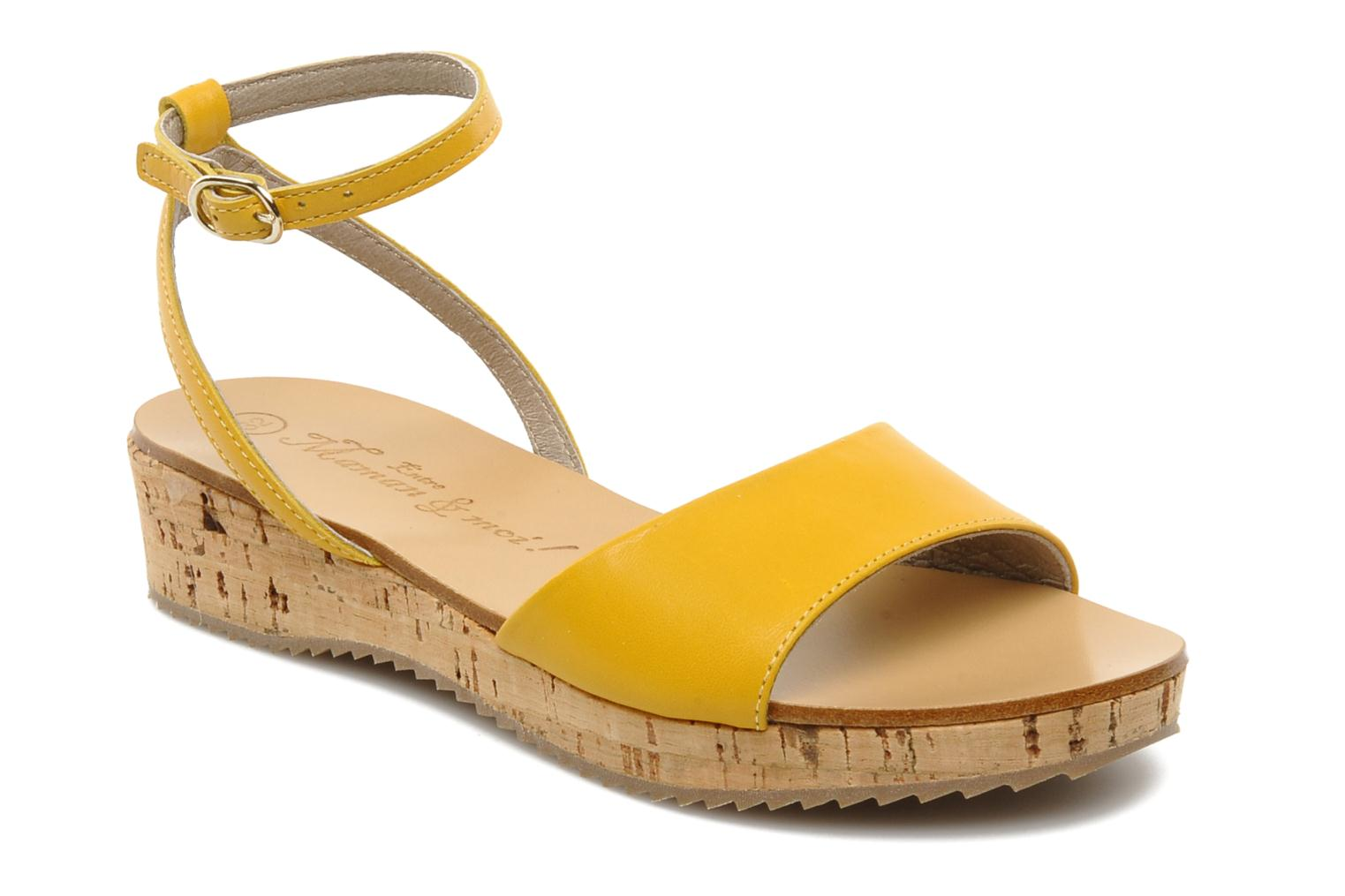 Sandals C'Entre Maman & Moi! Lucy Yellow detailed view/ Pair view