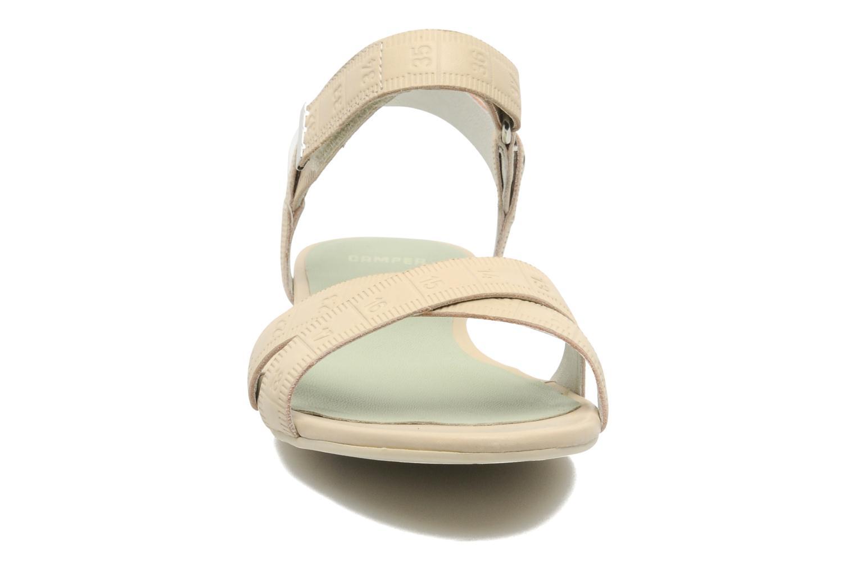 Sandales et nu-pieds Camper TWS 21631 Beige vue portées chaussures