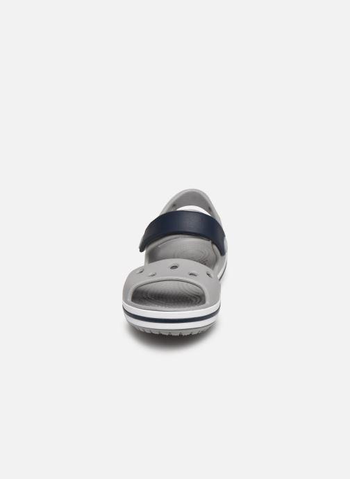 Sandali e scarpe aperte Crocs Crocband Sandal Kids Grigio modello indossato