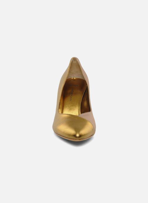 Zapatos de tacón Atelier Mercadal Escarpin Vintage Vava Oro y bronce vista del modelo