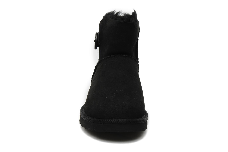Bottines et boots UGG Mini bailey button Noir vue portées chaussures